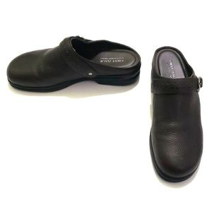 《Liz Claiborne》NEW Brown Leather Clogs 9M Lola